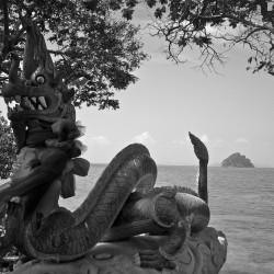 Дракон малайский, морской (статуя)