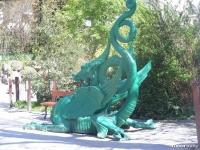 Дракон у входа в будапештский парк развлечений