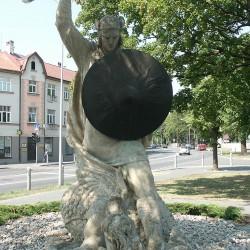 Лачплесис — латышский драконоборец. Статуя в Юрмале