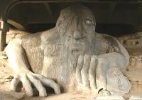 Фримонтский троль. Скульптурная композиция под мостом вo Фримонте, одном из районов Сиэтла (США)