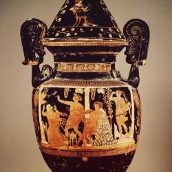 Кратер Ореста. Национальный археологический музей Неаполя. Апулия. Начало IV века н.э.