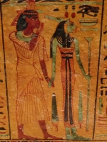 Египетская богиня (возможно, Нейт) с головами львицы и крокодила. Роспись времен XXI династии