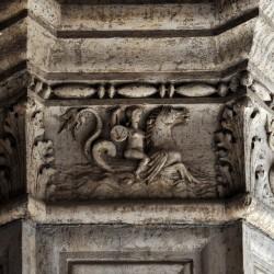 Нереида на гиппокампе. Барельеф на стене Дворца дожей, Венеция