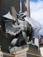 Грифон в скульптурной композиции фонтана des Trois Ordres