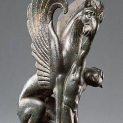 Грифон, поедающий аримаспа. Музей Гетти в Лос-Анджелесе. Греция, 125-75 годы до н.э.