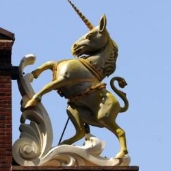 Единорог. Скульптура на крыше Old State House, Boston.