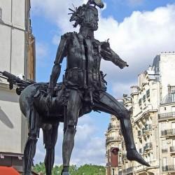 """Статуя """"Кентавр Сезара"""" в Париже"""