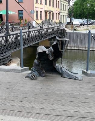 Черный призрак. Скульптурная композиция в порту Клайпеды