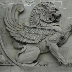 Барельеф крылатого льва в самом старом районе Чикаго
