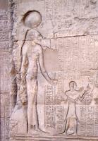 Богиня Небтуи-Менхит. Барельеф харма в Эсне (Латополь)