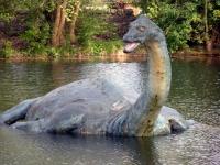Скульптура Лох-Несского чудовища на территории посвященного ему музея в деревне Драмнадрочит