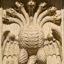 Орел-гидра. Барельеф в Палермо
