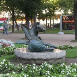 Статуя Пегаса на Тверском бульваре