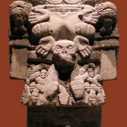 Статуя Коатликуэ. Национальный музей антропологии Мехико