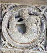 Сирена на центральном тимпане в церкви Святой Магдалины в Везеле, Франция (1120-1132)