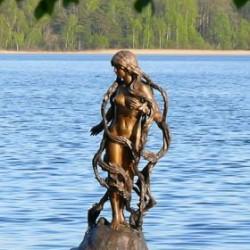 Свитезянка. Скульптура на озере Свитязь, на территории одноименного санатория под Новогрудком
