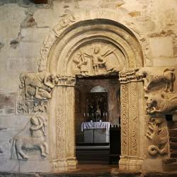 Букентавр и амфисбена в оформлении часовни Тирольского замка