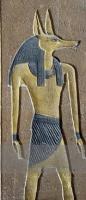 Фрагмент саркофага Аменхотепа II с декоративным рельефом, на котором изображен бог Упуаут