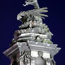 Валлийский дракон на крыше ратуши Кардиффа